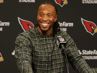 Cardinals re-sign Larry Fitzgerald to one-year contract thumbnail
