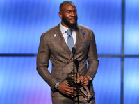 Colts' Darius Leonard wins Defensive Rookie of Year thumbnail