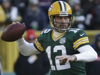 Aaron Rodgers opts against offseason knee surgery thumbnail