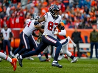 Texans release veteran wideout Demaryius Thomas thumbnail