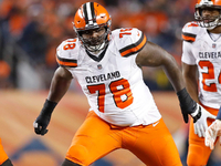 Browns re-sign tackle Greg Robinson to 1-year deal thumbnail