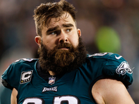 Eagles, Jason Kelce agree to terms on 1-year extension thumbnail
