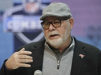 Bruce Arians to add full-time coaching job for women thumbnail