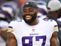 Everson Griffen stays with Vikings on restructured deal thumbnail