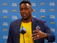 LB Thomas Davis aims to get Chargers 'over the hump' thumbnail