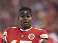 Jaguars add ex-Chiefs WR Conley to receiving corps thumbnail