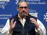 Giants GM: Idea Eli is overpaid, can't play a 'crock' thumbnail