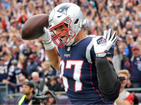 Patriots TE Rob Gronkowski announces retirement thumbnail
