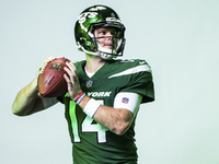 New York Jets unveil new uniforms, green helmets thumbnail