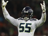 Seahawks GM doesn't expect Frank Clark to sit out thumbnail