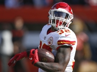 Colts sign Spencer Ware after passing on RBs in draft thumbnail