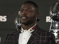 Antonio Brown not present for start of Raiders' OTAs thumbnail