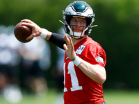 Eagles QB Carson Wentz practices without limitations thumbnail