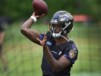 Ravens QB Lamar Jackson critical of his throwing thumbnail