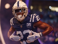 Colts agree to 4-year extension with CB Kenny Moore thumbnail