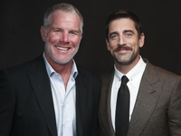 Brett Favre: Let QB Aaron Rodgers 'play his game' thumbnail