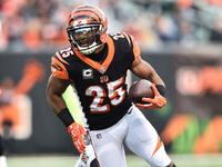 Giovani Bernard, Bengals 'buying in' with Zac Taylor thumbnail