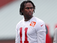 Falcons WR Julio Jones reports to training camp thumbnail