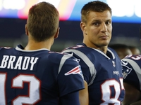 Report: Gronk, Brady have summer throwing session thumbnail