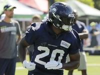 Seahawks RB Rashaad Penny 'starting to play faster' thumbnail