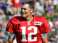 Tom Brady jokes 'should we take a poll?' on new deal thumbnail