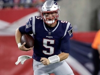 Patriots cut QB Danny Etling after brief move to WR thumbnail