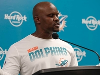 Dolphins coach Brian Flores: I support Kenny Stills thumbnail