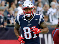 Patriots TE Lance Kendricks suspended one game thumbnail