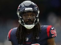 'Hawks deep in talks with Texans to acquire Clowney thumbnail