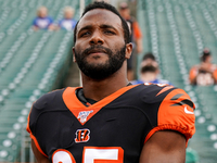 Bengals RB Giovani Bernard signs two-year extension thumbnail