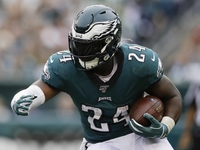 Eagles' Jordan Howard (stinger) not cleared for contact thumbnail