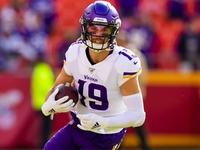 Mike Zimmer: Adam Thielen has 'good' chance to play thumbnail