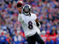 Ravens' Lamar Jackson (quad) questionable for 'TNF' thumbnail