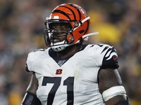 Ravens sign veteran offensive tackle Andre Smith thumbnail