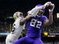 Kyle Rudolph's gloves to benefit charity after all thumbnail