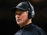 Mike Zimmer to take his time replacing Vikings OC, DC thumbnail