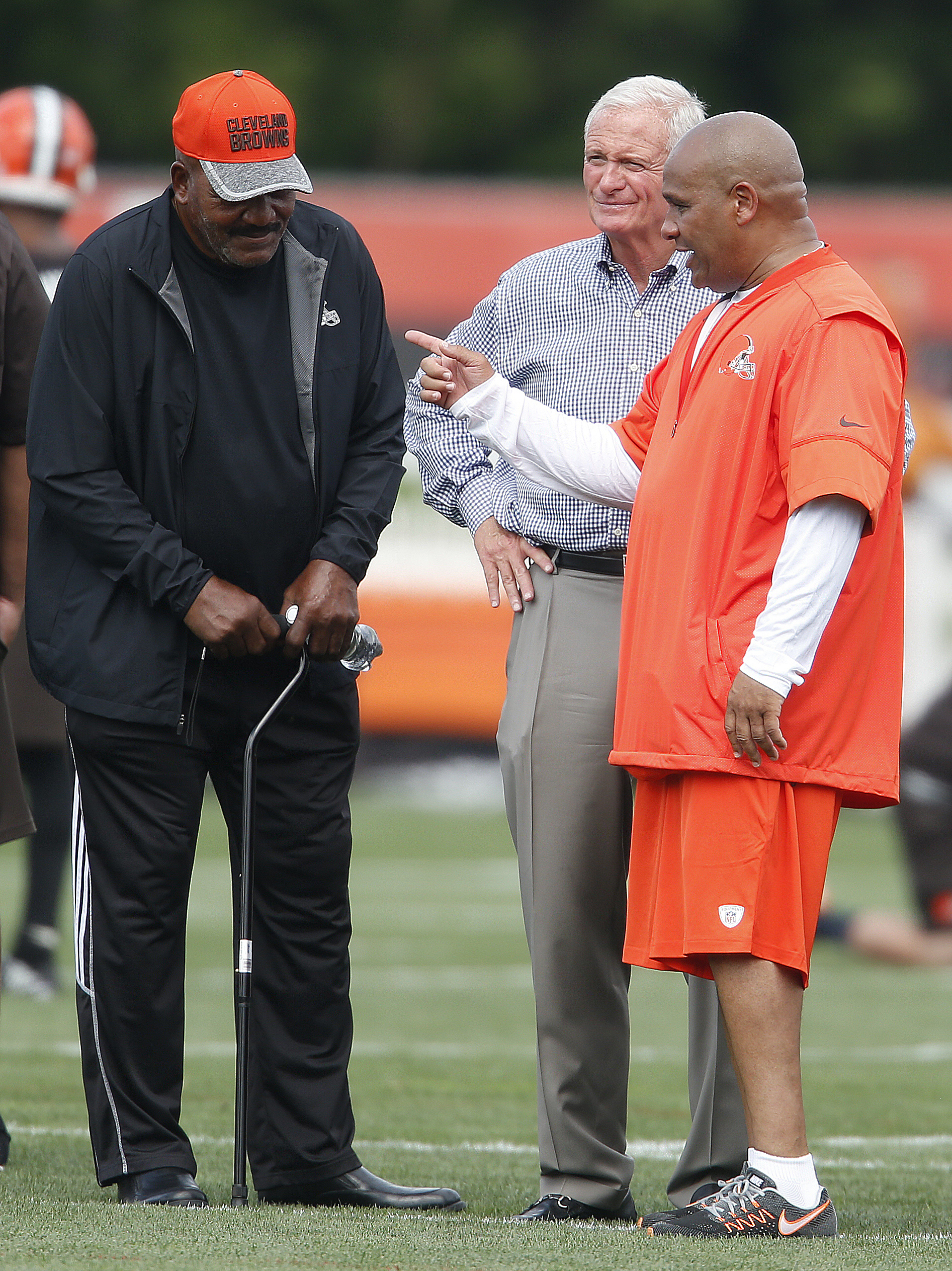 212a9edb7a8 Hall of Famer Jim Brown talks with Browns owner Jimmy Haslam and Jackson
