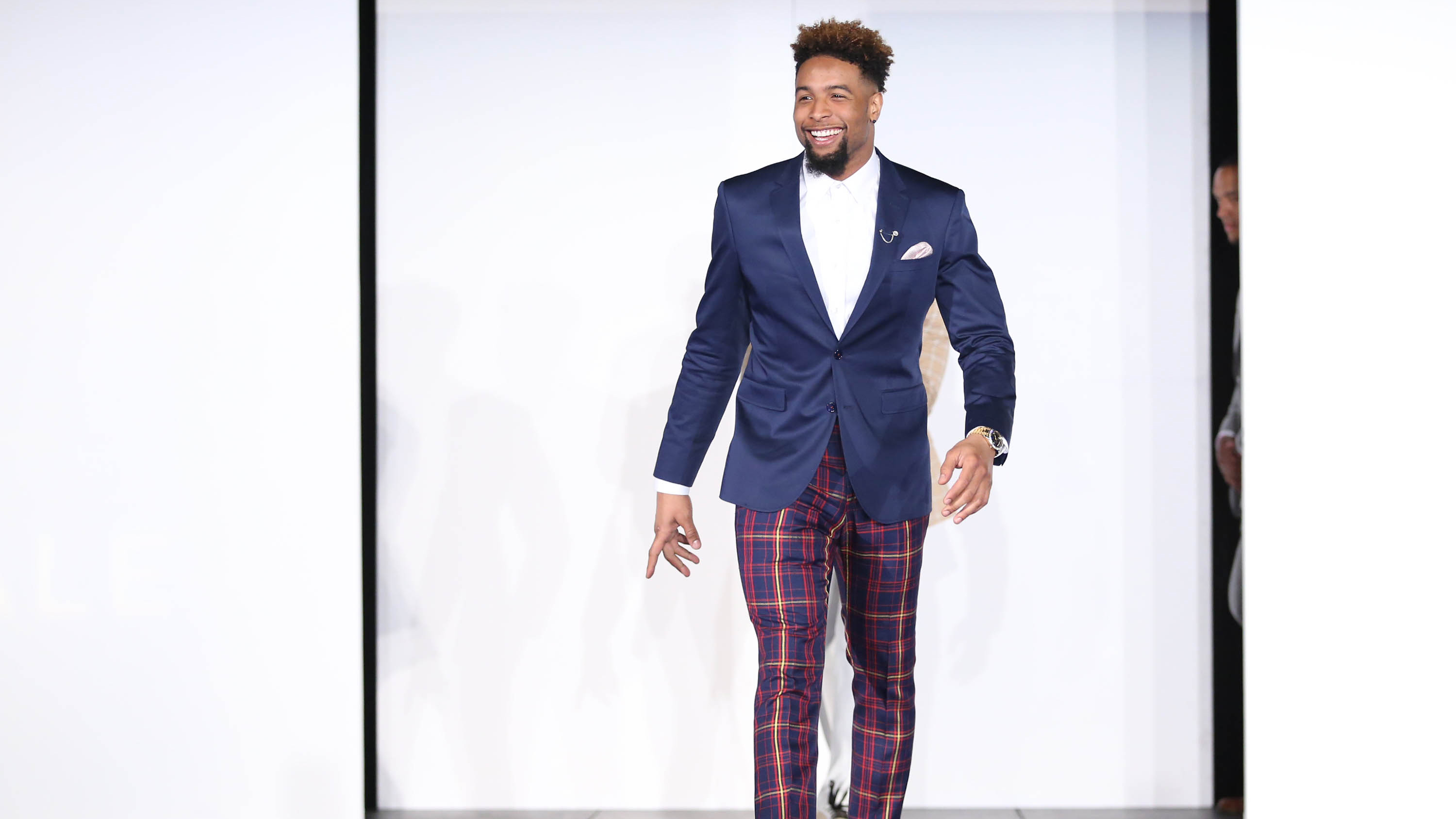 NFL Fan Pass | All Things NFL | NFL.com | Suits, sneakers and smiles
