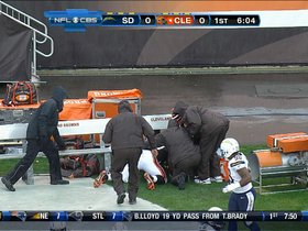Video - Cleveland Browns running back Trent Richardson slides under bench