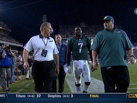 Video - Philadelphia Eagles quarterback Michael Vick leaves the game