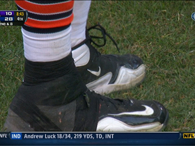 Video - Jay Cutler ties Webb's shoe