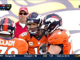 Video - Peyton Manning throws to sitting Knowshon Moreno