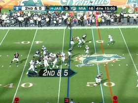 QB Henne to WR Shorts, 30-yd, pass