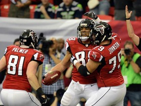 Video - Atlanta Falcons tight end Tony Gonzalez catches a 10-yard touchdown