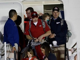 Video - San Francisco 49ers arrive in New Orleans