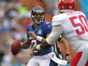 Video - Seattle Seahawks quarterback Russell Wilson scrambles, finds Tampa Bay Buccaneers running back Doug Martin for TD