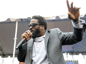 Video - Baltimore Ravens safety Ed Reed serenades city of Baltimore