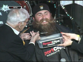 Video - Pittsburgh Steelers DE Brett Keisel shaves beard at charity event