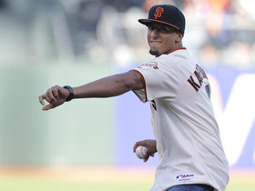 Video - Colin Kaepernick throws out first pitch at Giants game