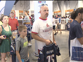 Video - New England Patriots Aaron Hernandez jersey swap attracts hundreds of fans